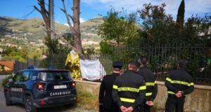Vola dalla scala e muore infilzato in una recinzione, la tragedia a Monreale (FOTO)