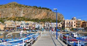 Magia a Mondello, una delle spiagge più belle della Sicilia: musica sulla sabbia