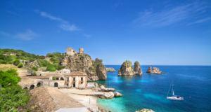 A Castellammare del Golfo un mare cristallino da paradiso: boom di turisti