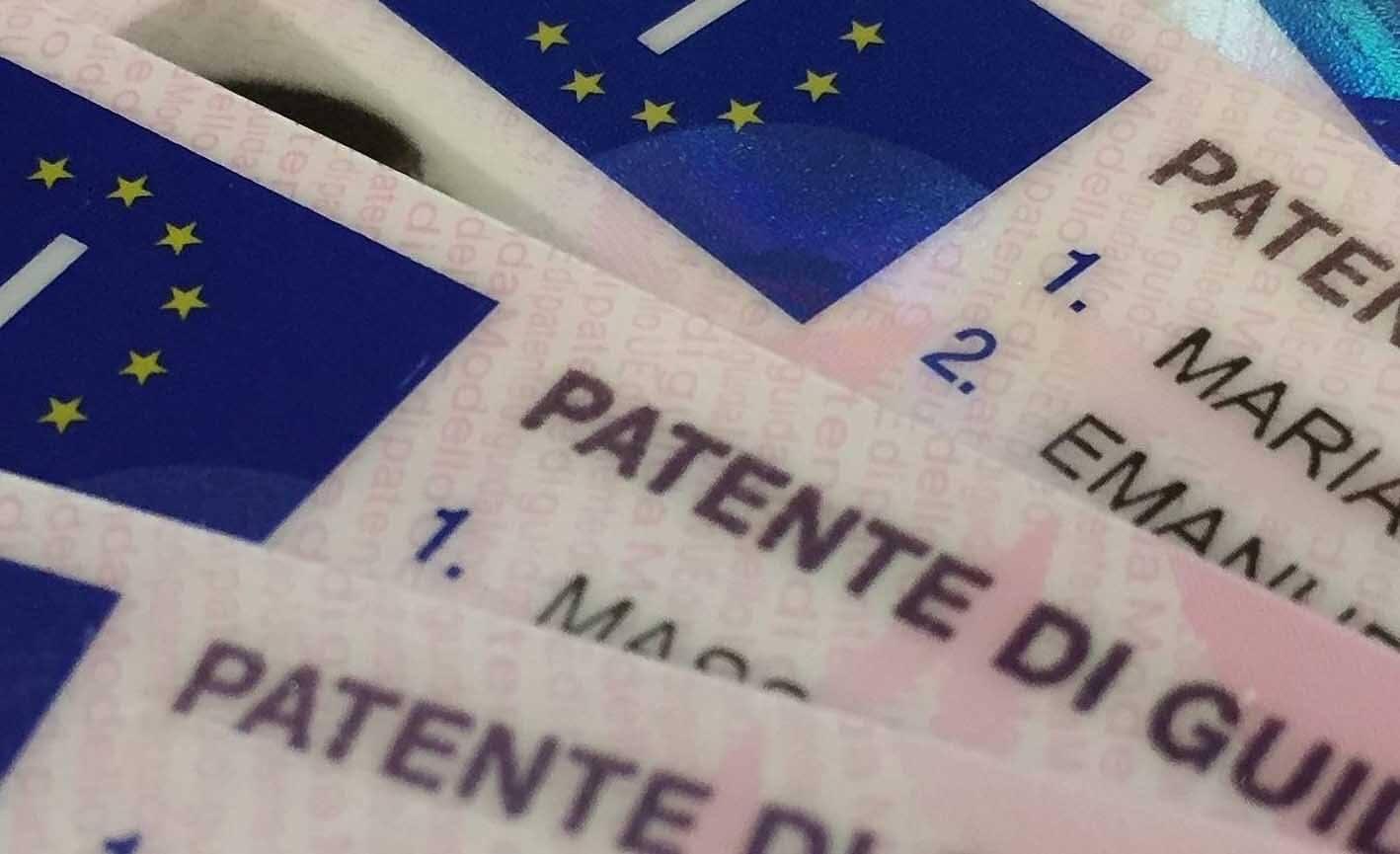 Stangata sulla patente di guida, prenderla costerà 1000 euro