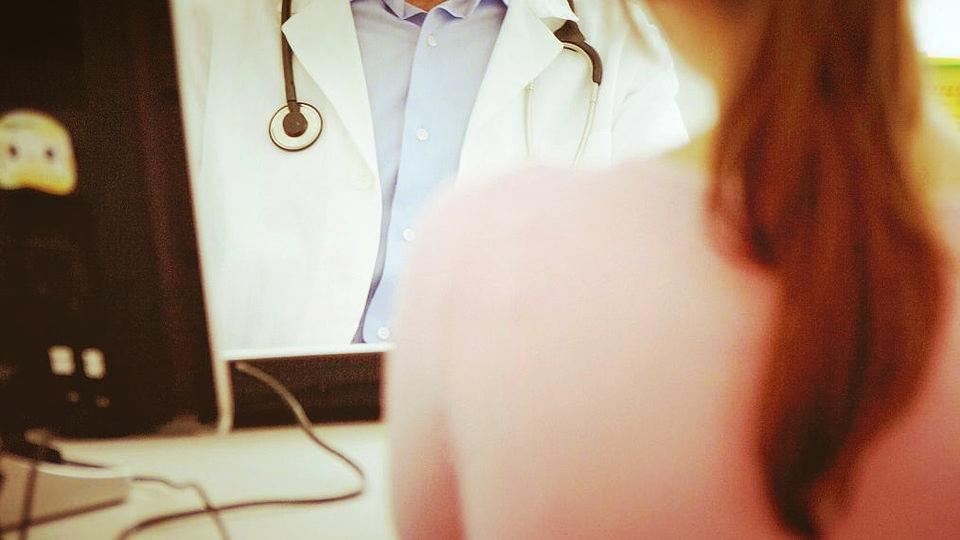 Violenza sessuale a paziente durante visita, arrestato medic