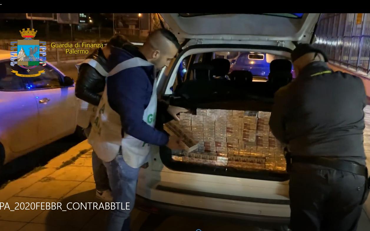 In auto con 100 chili di sigarette di contrabbando, arrestat