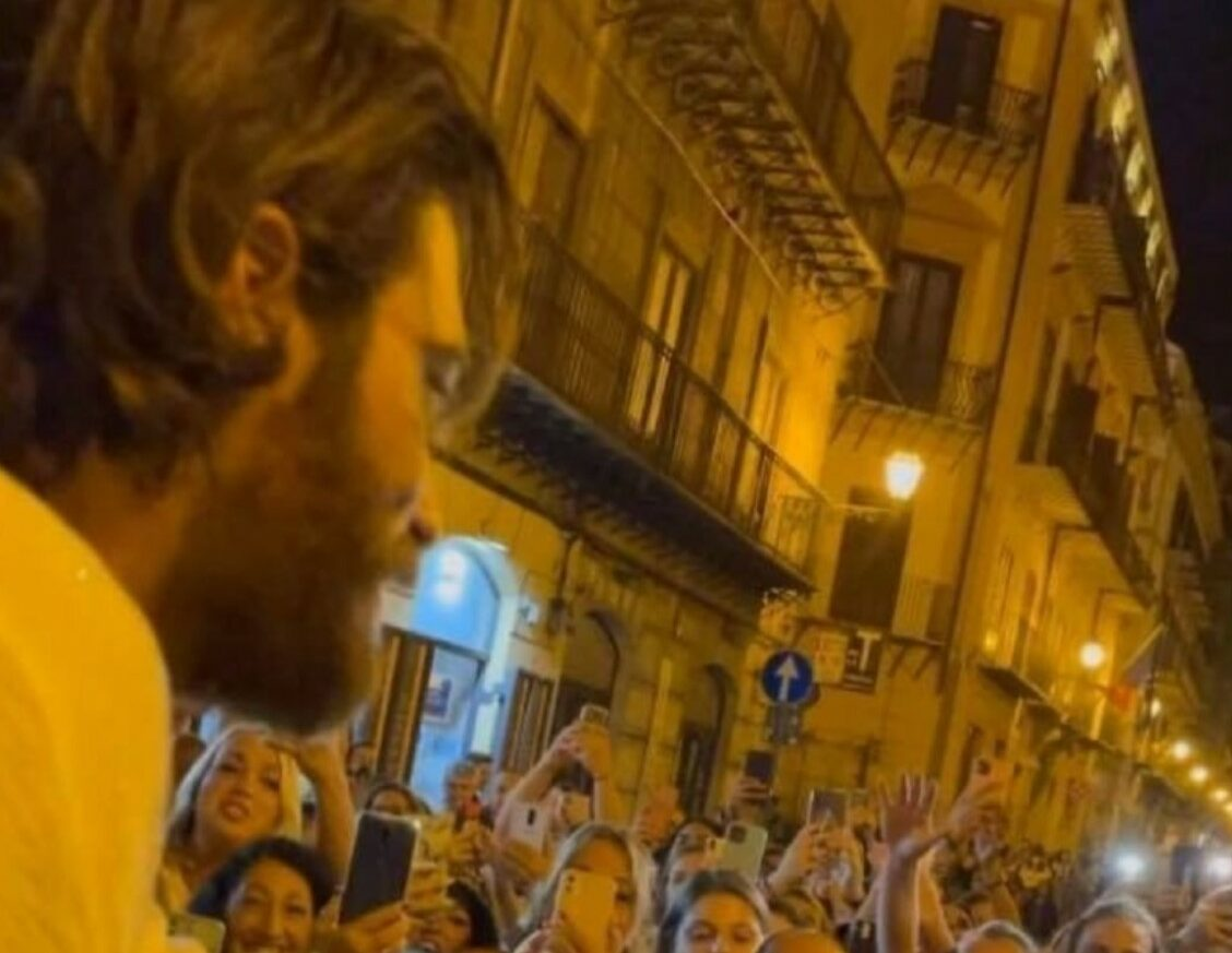 Can Yaman a Palermo assaltato